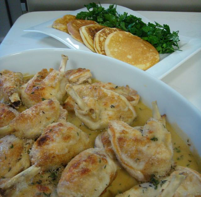 Kip in mosterd roomsaus met aardappel pannenkoekjes