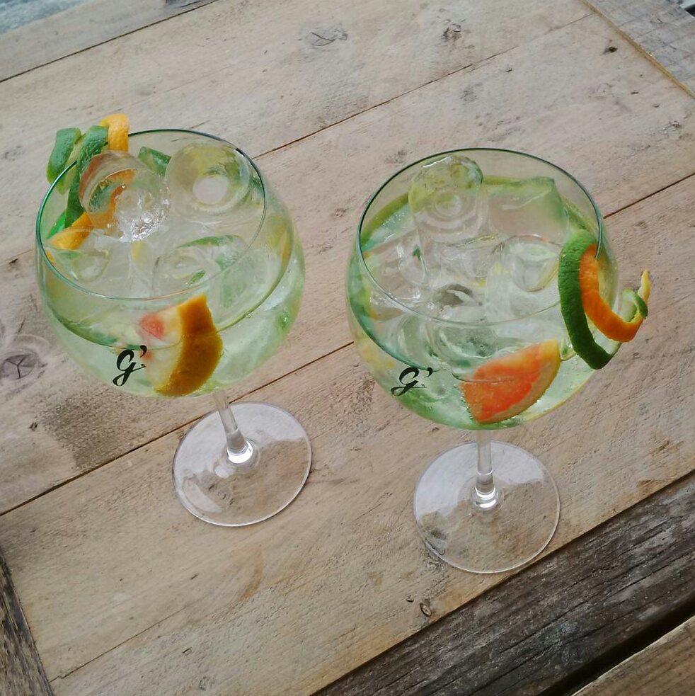 Buldog Gin met sinaasappel en limoenzest