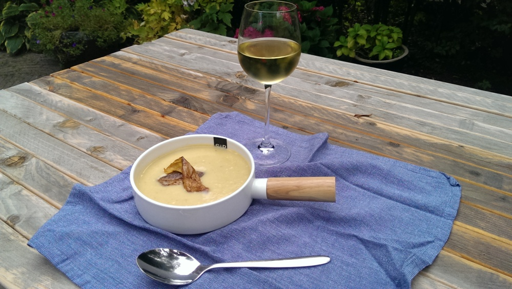 Potato leek soup with potato skin
